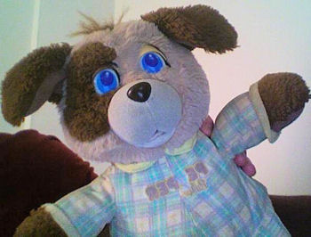 , FOUND – 80's Galoob PEEPER PAL TAN & BROWN DOG Wearing BLUE PLAID PAJAMAS – Eyes Open & Light Up When Squeezed