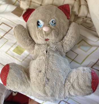 , Searching – 80's White Teardrop Cat with Red Polka Dot Ears, Feet