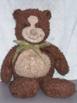, FOUND – Hallmark LARGE BROWN BEAR with CREAM FACE & TUMMY Wearing a GREEN ORGANDY BOW