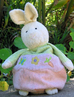 , Searching – 2002 Hallmark CREAM Bean Bottom RABBIT – GREEN, LAVENDER, PINK