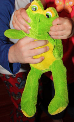 Kellytoy Green Frog with Yellow Tummy, Feet, and around the Eyes