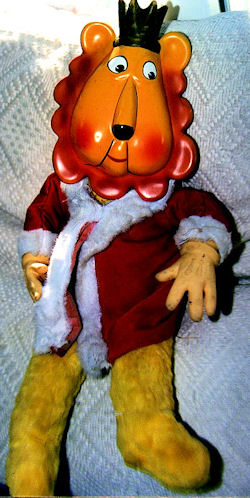 king leonardo doll, Searching – 60's King Leonardo DOLL with Rubber Face & Hands Wearing Red Robe
