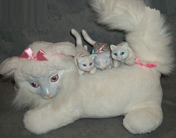 Hasbro Kitty Surprise Mama Cat with Kittens
