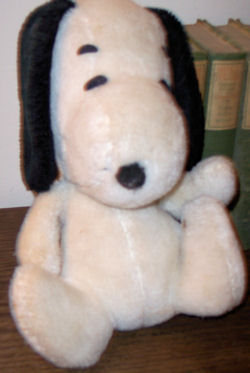 , DISCONTINUED – 70's Knickerbocker SNOOPY Plays MELODY?