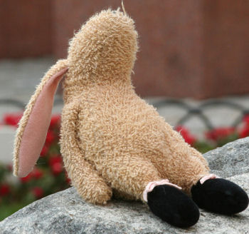, FOUND – 2002? MANHATTAN BABS TipToes SMALL BEIGE RABBIT Wearing BLACK BALLET SLIPPERS