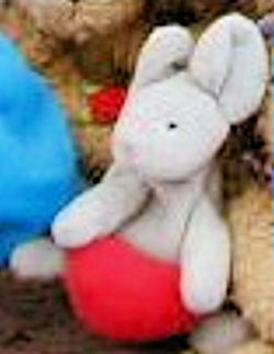 2000? Miniature Beanie Mouse Holding a Heart