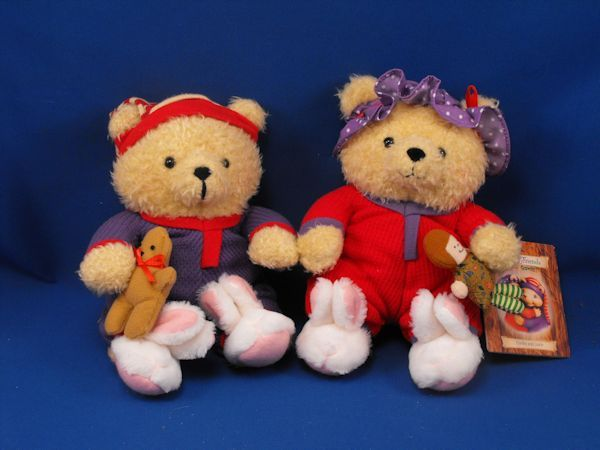 Hallmark Crayola Storybook Friends Hunky and Dorie Bears